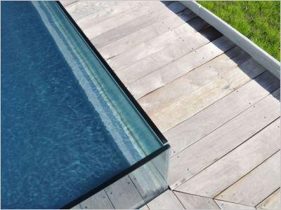 Une piscine transparente for Piscine coque acrylique prix